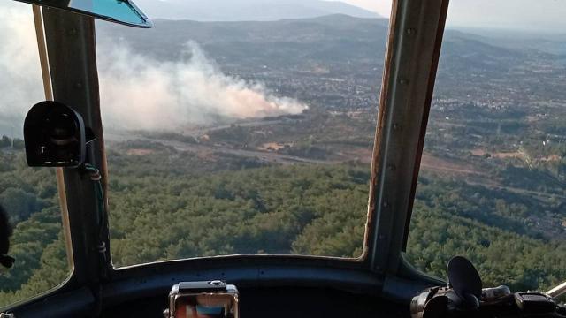 İzmirde ağaçlık alanda çıkan yangın kontrol altına alındı