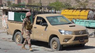 Pakistan'daki protestolarda hayatını kaybeden polislerin sayısı 5'e çıktı