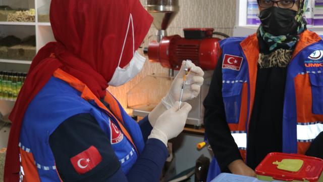Yozgatta sağlık ekipleri esnafa iş yerinde aşı uyguladı