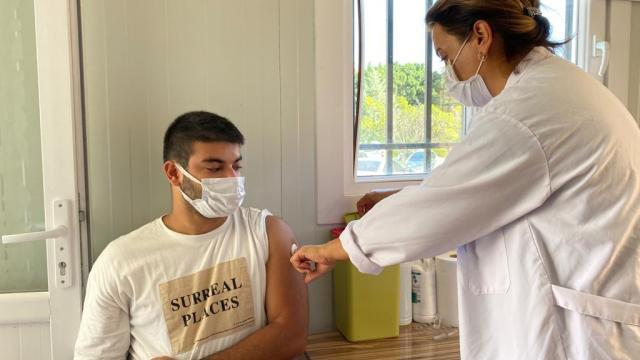 Mersinde mobil aşı birimi üniversite öğrencilerinin hizmetine sunuldu