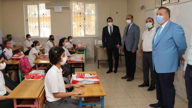 Mersin Milli Eğitim Müdürü Adem Koca, kentteki okulları ziyaret etti