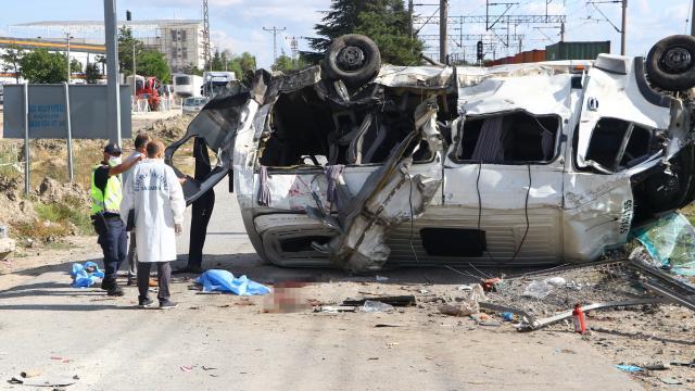 Tren kazasında servis şoförü tutuklandı