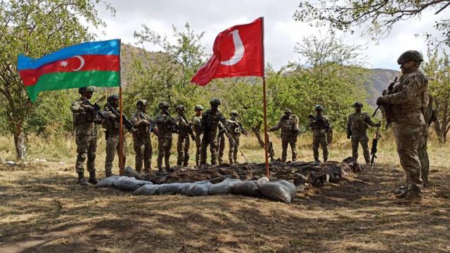 Türkiye ve Azerbaycandan Laçında ortak askeri tatbikat