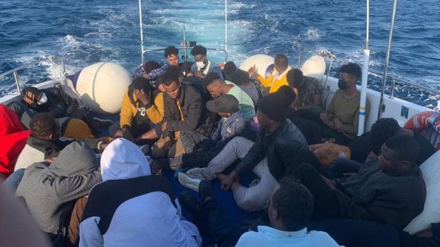 Balıkesirde 35 düzensiz göçmen kurtarıldı