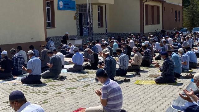 Beyşehirde çiftçiler yağmur duasına çıktı