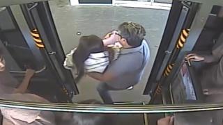 Otobüs şoförü baygınlık geçiren genç kızı hastaneye yetiştirdi