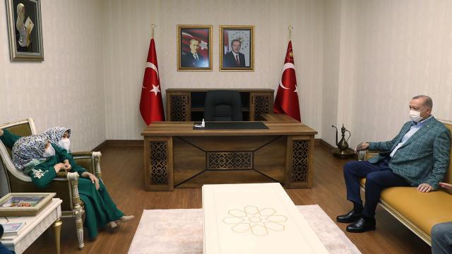 Cumhurbaşkanı Erdoğan siyam ikizleriyle bir araya geldi