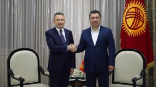 Fuat Oktay, Kırgızistan Cumhurbaşkanı Caparov ile görüştü