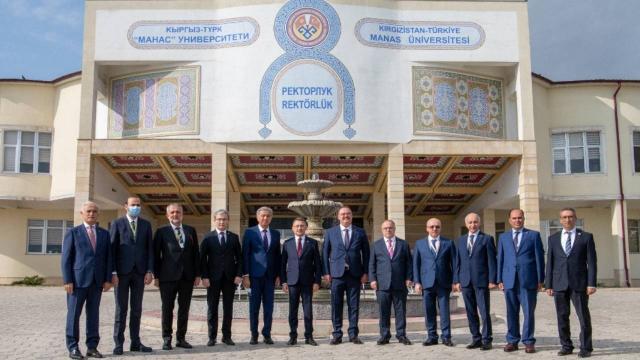 Cumhurbaşkanı Yardımcısı Fuat Oktay Manas Üniversitesini ziyaret etti