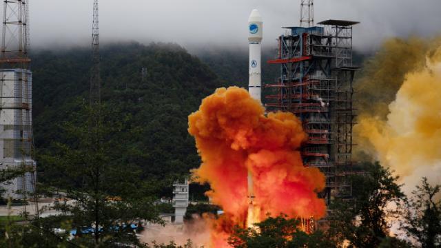 Çin iletişim uydusu Congşing-9Byi fırlattı
