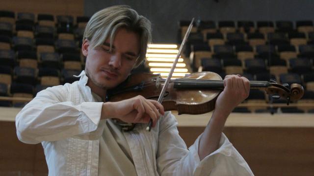 Rus kemancıdan CSOya övgü: İnanılmaz bir akustiğe sahip