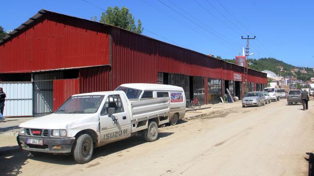 Ayancıkta sel mağduru esnaf geçici inşa edilen iş yerlerinde hizmet vermeye başladı