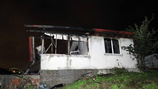 Tek katlı evde çıkan yangında bir kişi hayatını kaybetti