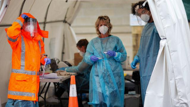Yeni Zelandada eğitim ve sağlık çalışanlarına koronavirüs aşısı zorunlu oldu