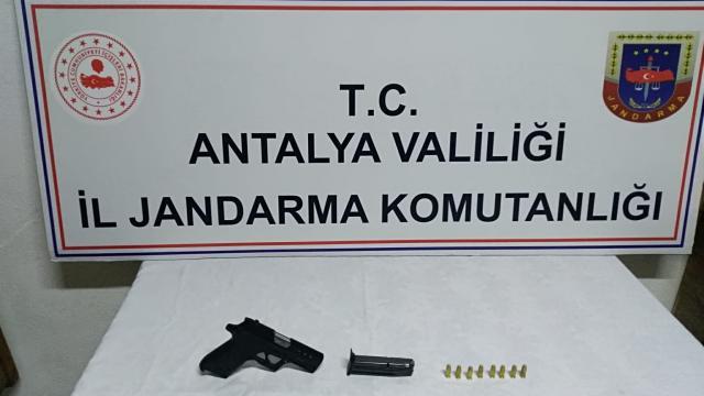 Antalyada trafik kontrolünde tabanca ele geçirildi