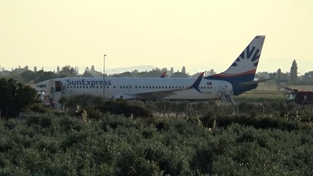Yolcusu rahatsızlanan uçak Balıkesire zorunlu iniş yaptı
