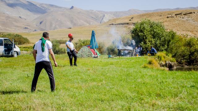 Faraşin Yaylası kavuştuğu huzurla kamp kuran doğaseverleri ağırlıyor
