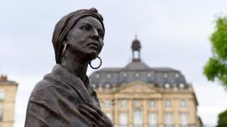 Fransa'da ırkçılık heykellere kadar uzandı