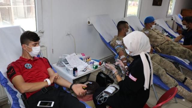 Jandarma  Kızılaya kan bağışı desteğinde bulundu