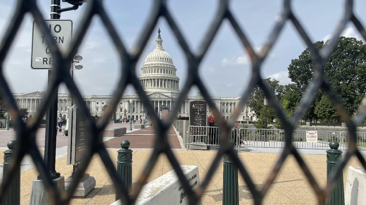 Demir çitlerle çevrildi: ABD'de 18 Eylül alarmı