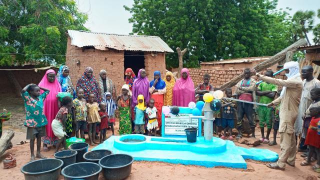 Bursaspor taraftarları Eren Bülbül ve Ferhat Gedik adına Nijerde su kuyusu açtırdı