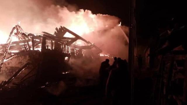 Metruk evde başlayan yangın 7 eve zarar verdi