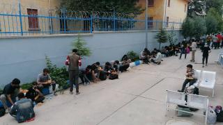 Durdurulan tırdan 69 düzensiz göçmen çıktı