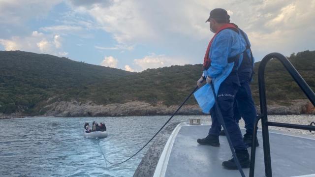 Yunanistanın ölüme terk ettiği 19 sığınmacı kurtarıldı
