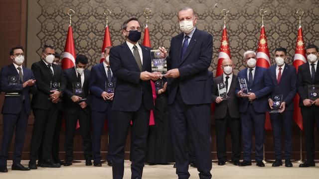 İletişim Başkanı Altundan Yılın İletişim Ödülü paylaşımı