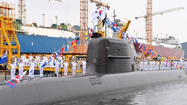 """Güney Koreden """"denizaltıdan"""" füze denemesi"""