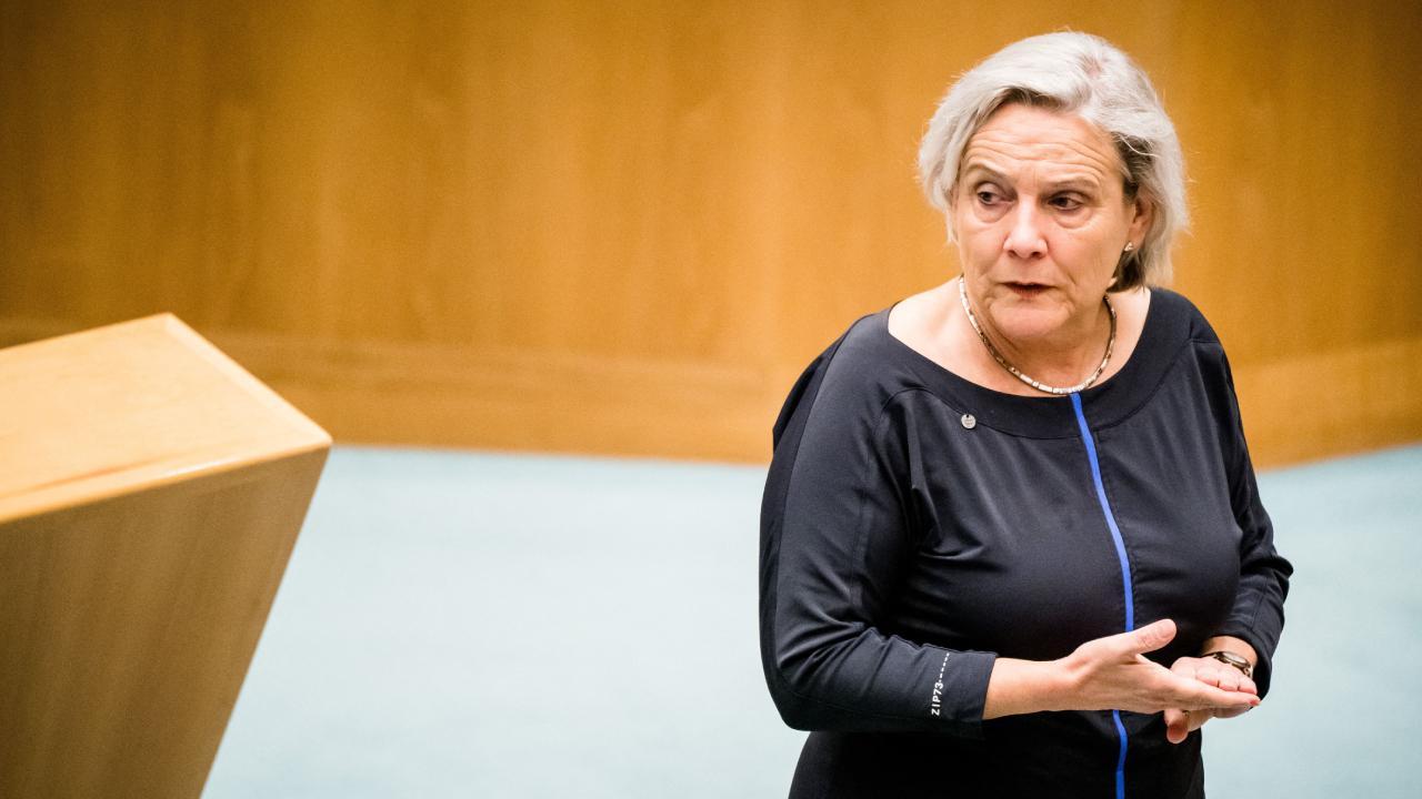 Hollanda'da bu kez Savunma Bakanı istifa etti