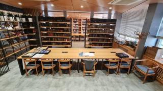 İçişleri Bakanlığının yüz yıllık kitap arşivi bu kütüphanede