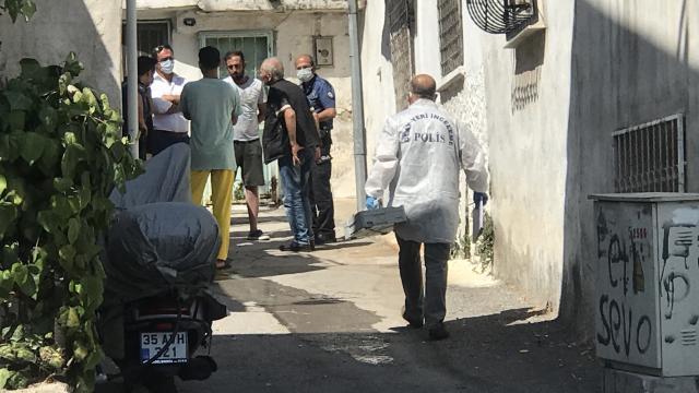 İzmirde yalnız yaşayan kişi evinde ölü bulundu