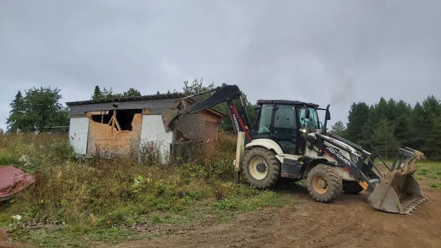 Boluda Yedigöller yolundaki kaçak yapılar yıkıldı
