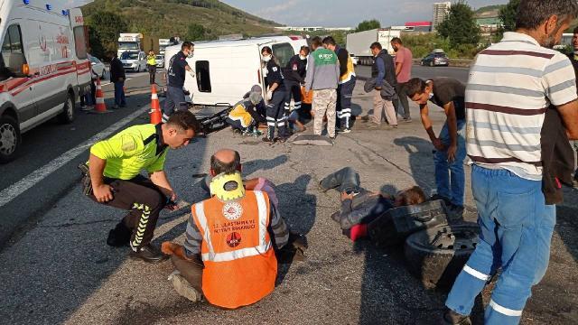 Düzcede minibüs ile otomobil çarpıştı: 8 yaralı