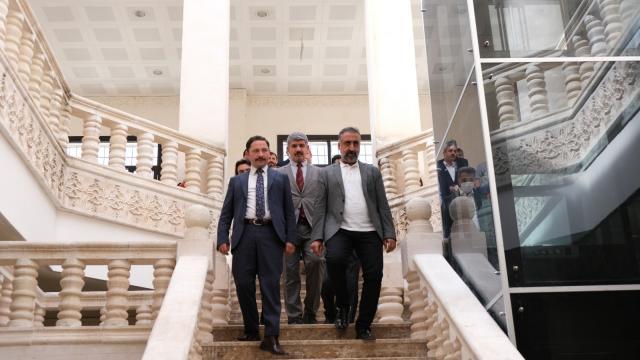 Rektör Prof. Dr. Özcoşar, Nusaybin Meslek Yüksek Okulunda incelemelerde bulundu