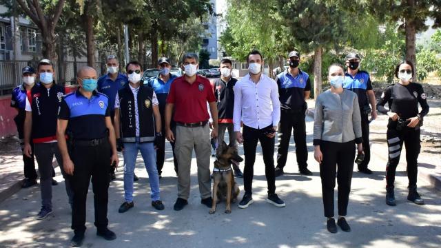 Adanada polis, okul çevrelerinde denetim yaptı
