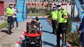 """Siirtli çocuklar """"Çocuk Trafik Eğitim Parkı""""nda eğlenirken trafik kurallarını öğrenecek"""