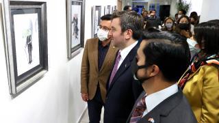 Guatemalalı sanatçı Türk banknotlarını tuvale taşıdı