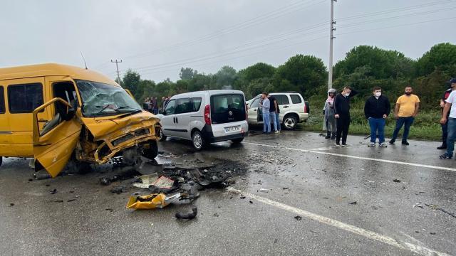 Samsunda 3 aracın karıştığı trafik kazasında 4 kişi yaralandı