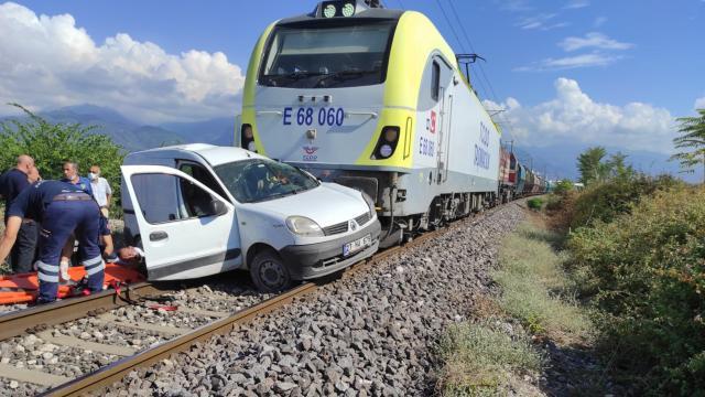 Dörtyolda hemzemin geçitte tren kazası: 2 yaralı