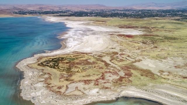Van Gölünde kuraklık tehlikesi: Çekilme ciddi boyutlara ulaştı