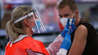 ABD ülkeye gelecek 18 yaş üzerine aşı zorunluluğu getirecek