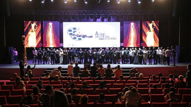 """28. Uluslararası Adana Altın Koza Film Festivalinde """"Büyük Ödüller"""" verildi"""