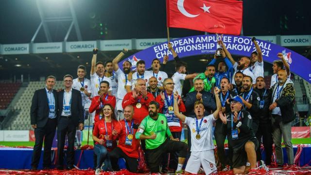 Şampiyon olan Ampute Futbol Milli Takımına tebrik mesajları