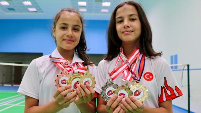 Badmintonun ikizleri Avrupa'da raket sallayacak