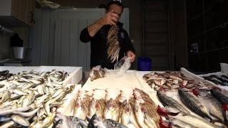 Balıkçılar fiyatların düşmesi için suyun soğumasını bekliyor