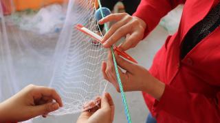Balık ağları kadınların maharetli ellerinde örülüyor