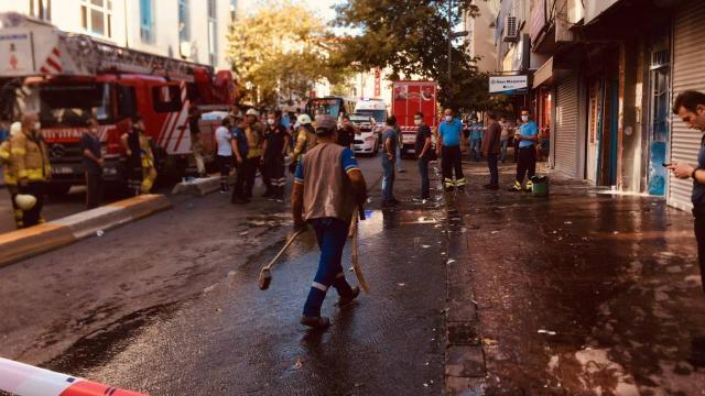 Beyoğlunda atölye yangını: 9 kişi dumandan etkilendi