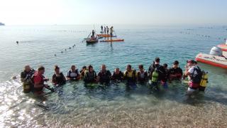 Antalya'da dünyaca ünlü Konyaaltı Sahili'nde kıyı ve deniz dibi temizliği yapıldı
